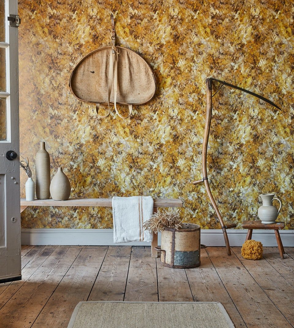 Lifestyle - Demiurge Wallpaper Blake's Gold - Photographed for 17 Patterns