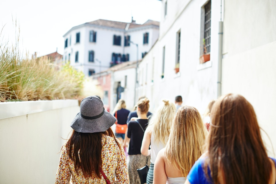 Lifestyle - Girls walking through the streets of Venice - Photographed for Topdeck Travel