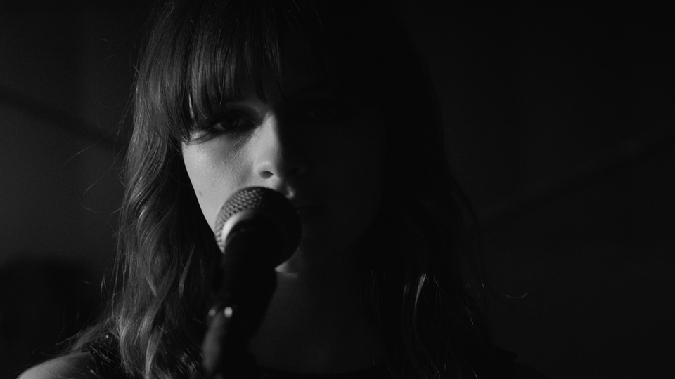 GABRIELLE APLIN 'LIGHT UP THE DARK'