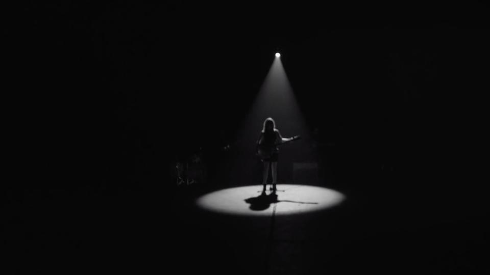 GABRIELLE APLIN 'LIGHT UP THE DARK'