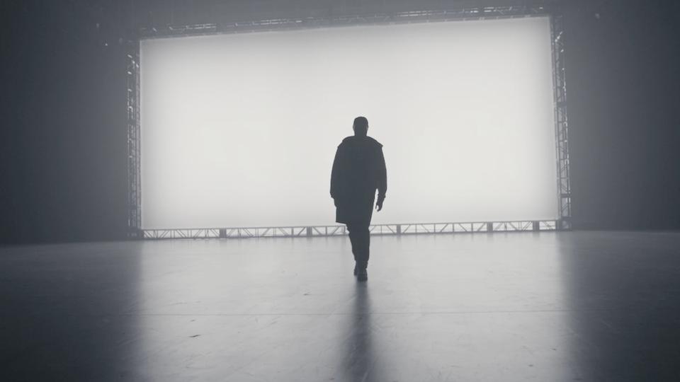 TOM WALKER 'LEAVE A LIGHT ON'