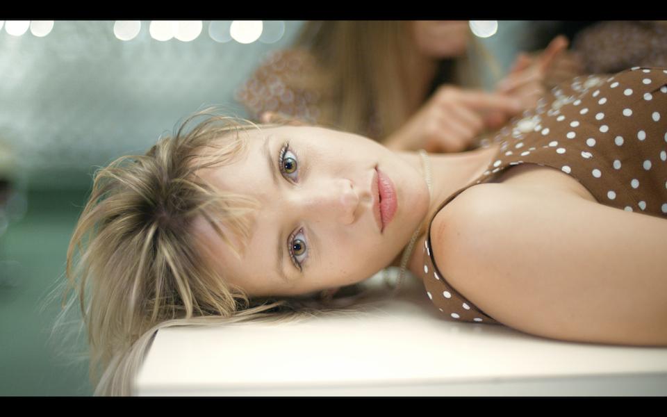 Jalousie - ANGELE — MUSIC VIDEO 16.17.37