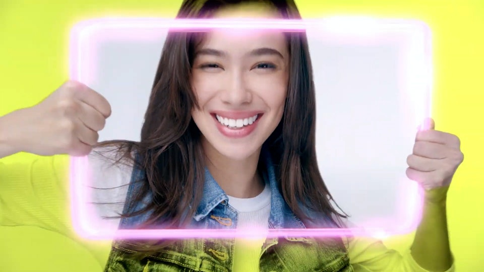 #SwipeWhite with the NEW closeup White Attraction Natural Smile!-converted.00_00_03_12.Still005