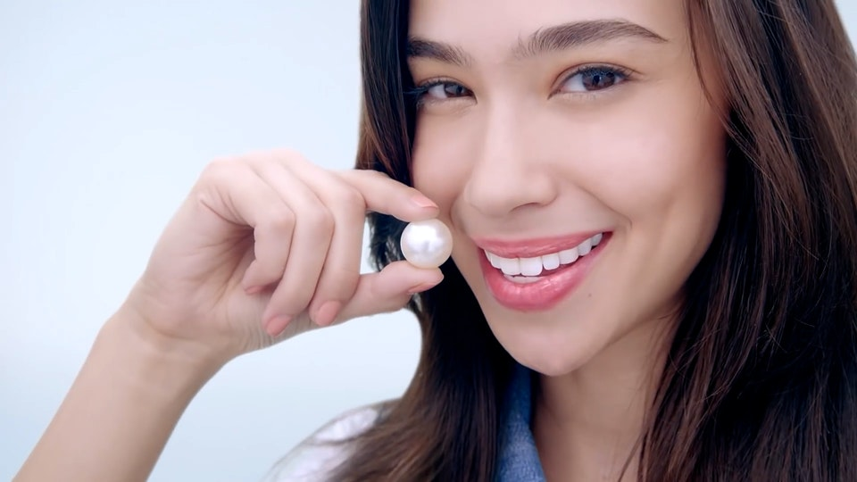 #SwipeWhite with the NEW closeup White Attraction Natural Smile!-converted.00_00_03_11.Still003