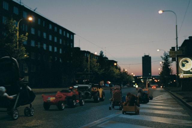 The-Parade-ENG-60s.00_00_18_14.Still006