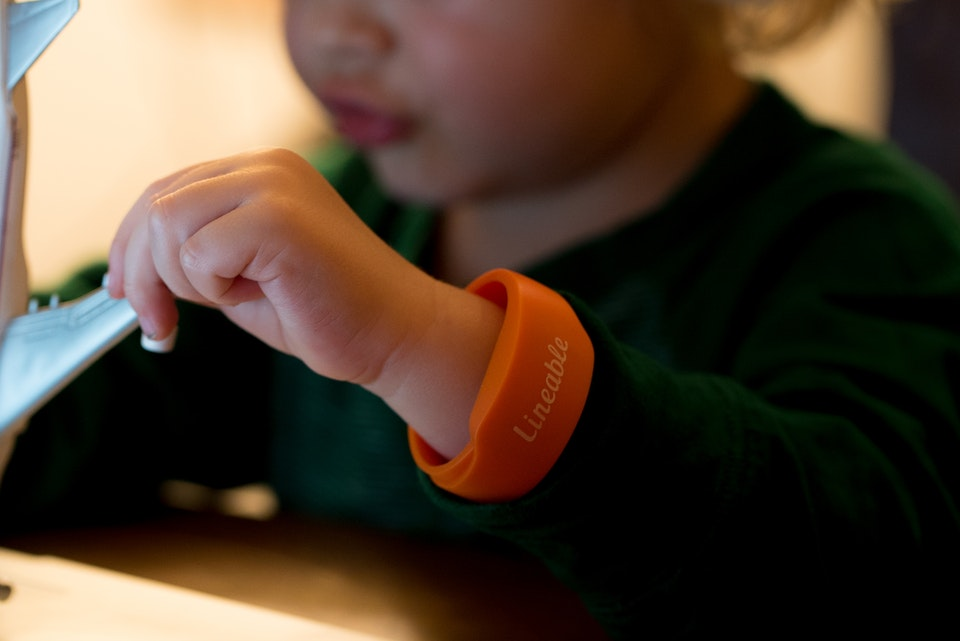 Kids smartbands review for Skyscanner