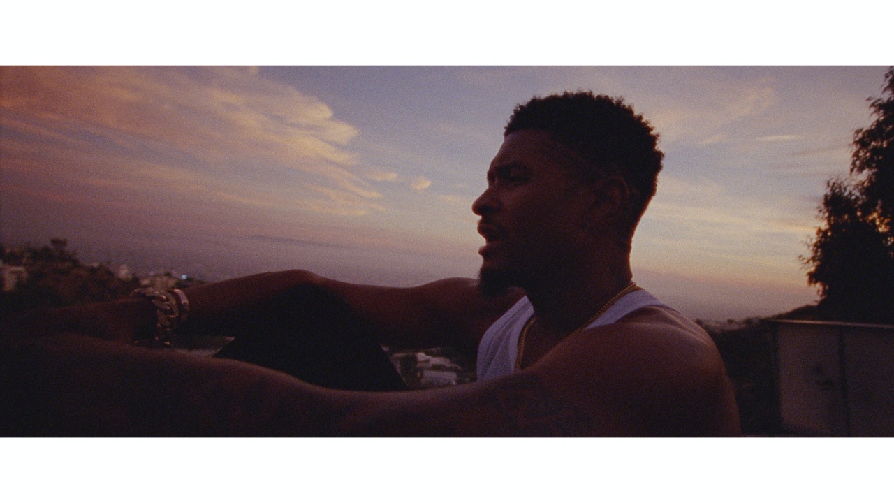 USHER_Peace_Sign_Graded_PNG_0000016