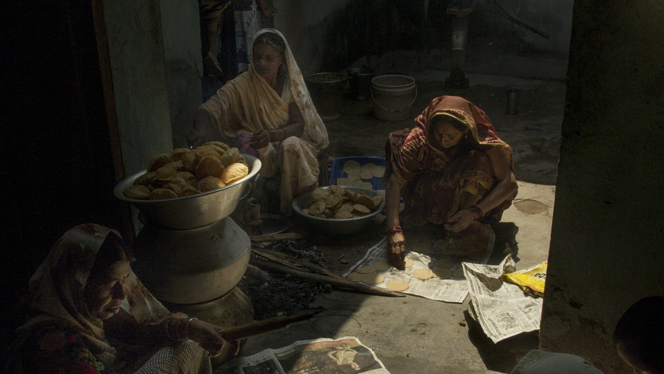 NEHA - Joining the memorial service for Mrs. Sharma in the family home. A delicious lunch was served after the ceremony. <br>It was a beautiful afternoon abundant with light, colors, spices, textures and laughs. Women in the family work together preparing lunch.