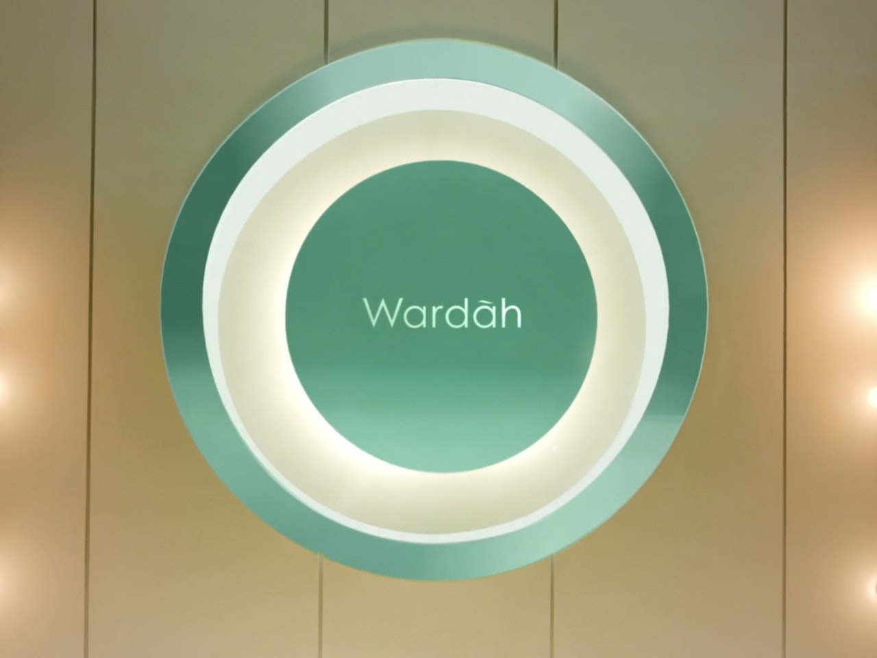 WARDAH - EXCLUSIVE SERIES FLAWLESS COVER CUSHION