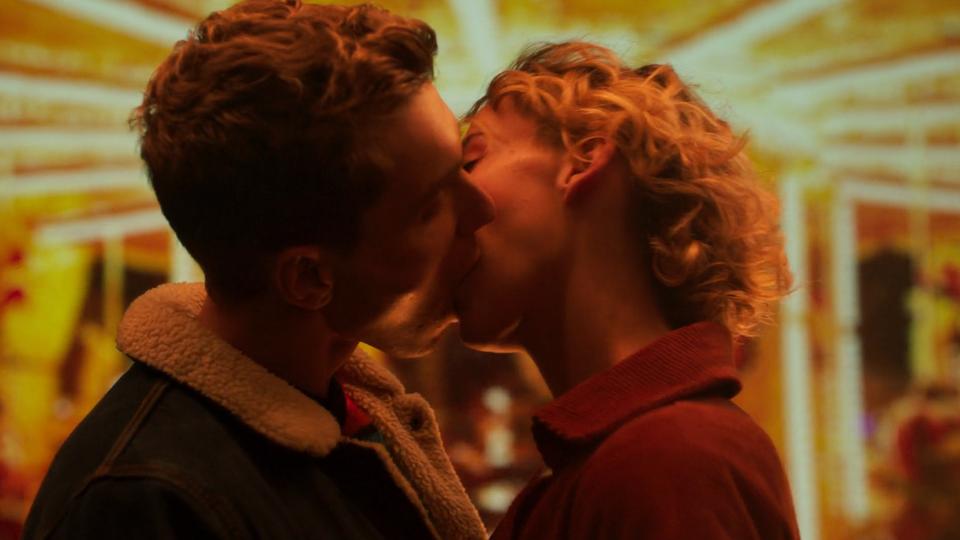 DENTYNE DARE TO KISS