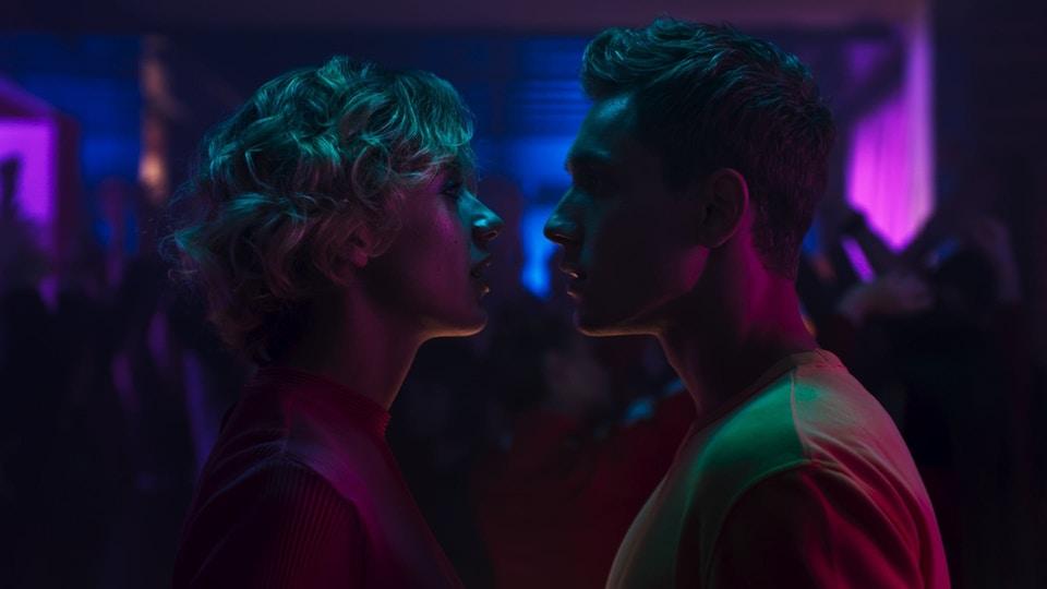 DENTYNE|DARE TO KISS
