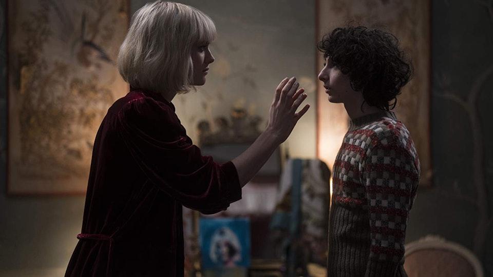 THE TURNING The-Turning-movie-film-2020-horror-Macjenzie-Davis-Finn-Wolfhard