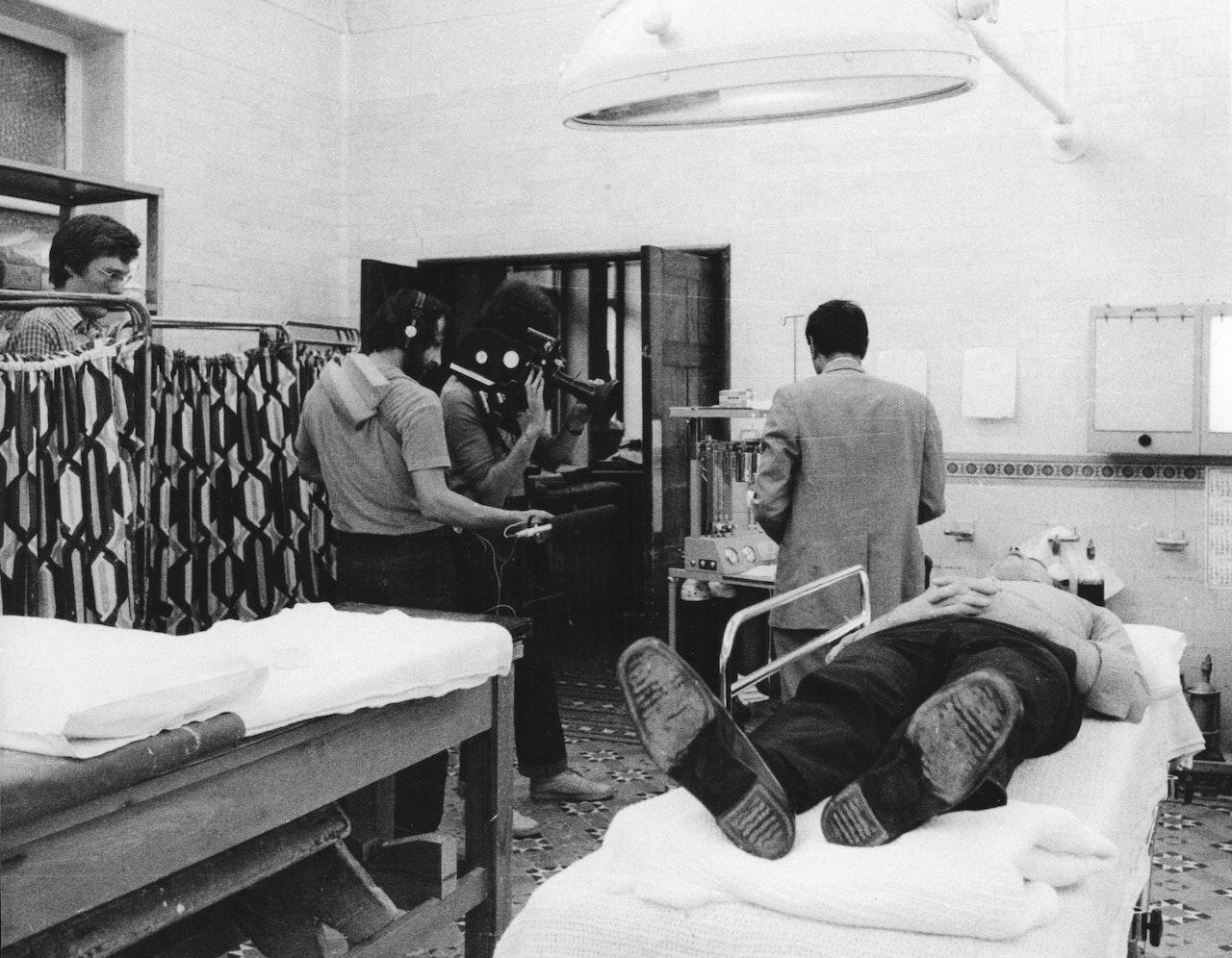 """MIKE SOUTHON :CHRIS KING:TIM KINGSHOOTING """"HOSPITAL' BBC 1976 BOLTON"""