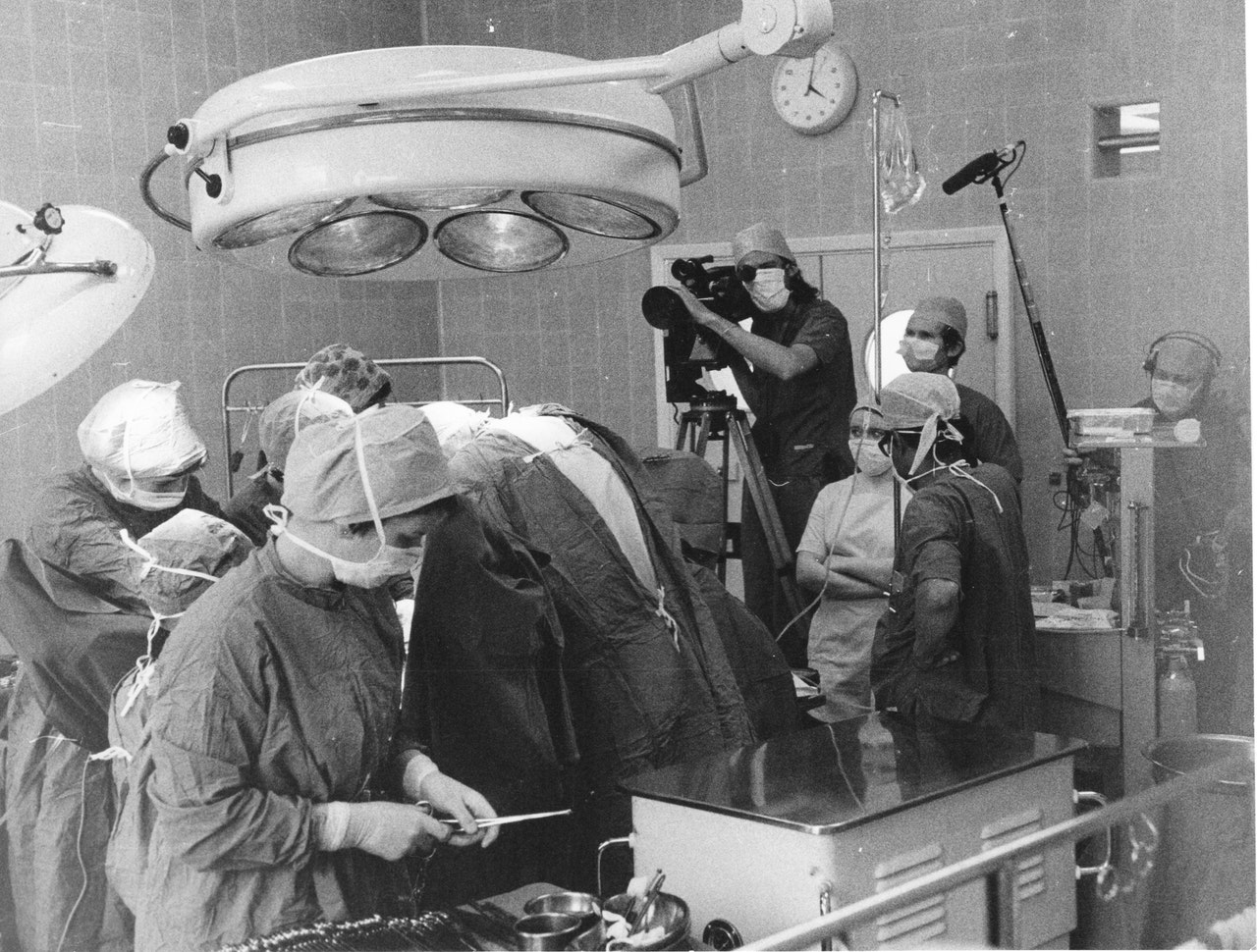"MIKE SOUTHON :BRIAN JONES:TERRY LUCKING :TIM KINGSHOOTING ""HOSPITAL' BBC 1976 BOLTON"