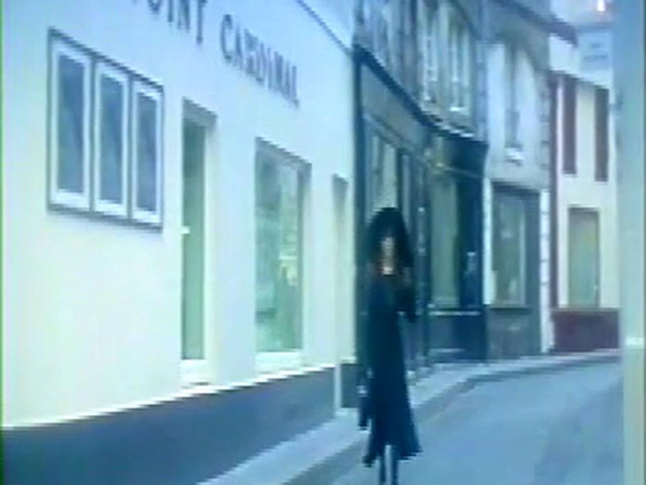 STRAWBERRY SWITCHBLADE- JOLEEN