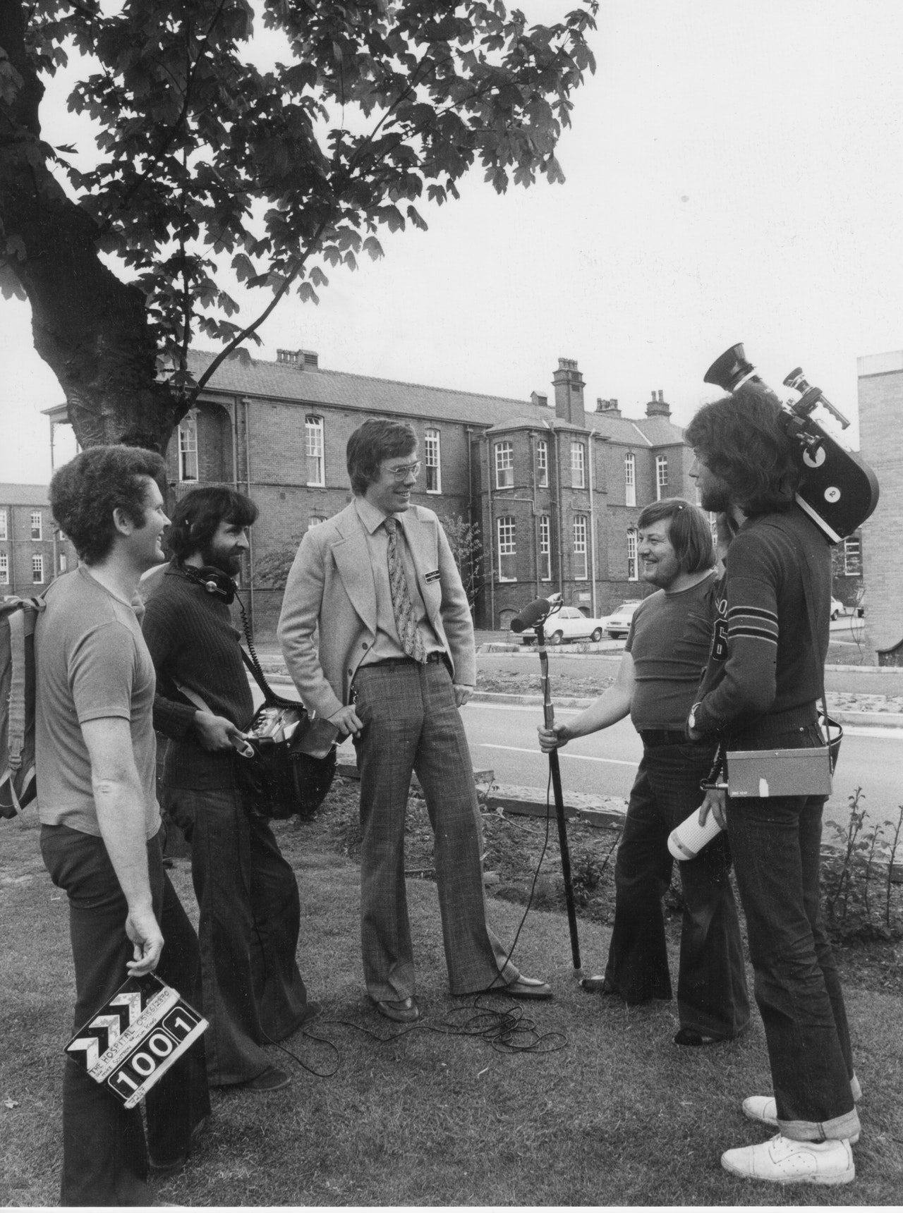 "MIKE SOUTHON :CHRIS KING:TIM KING:TERRY LUCKING:BRIAN JONES SHOOTING ""HOSPITAL' BBC 1976 BOLTON"