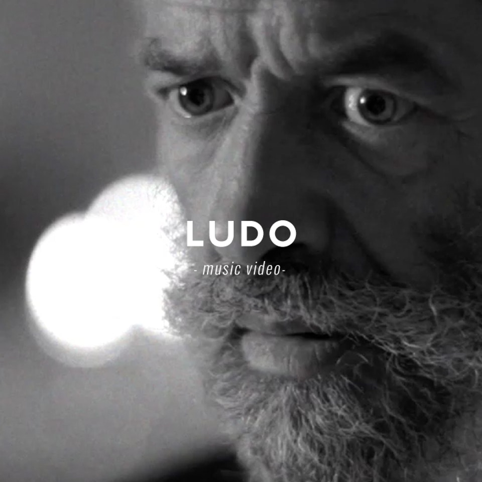 PETER PINT / DIRECTOR - Ludo / Fica