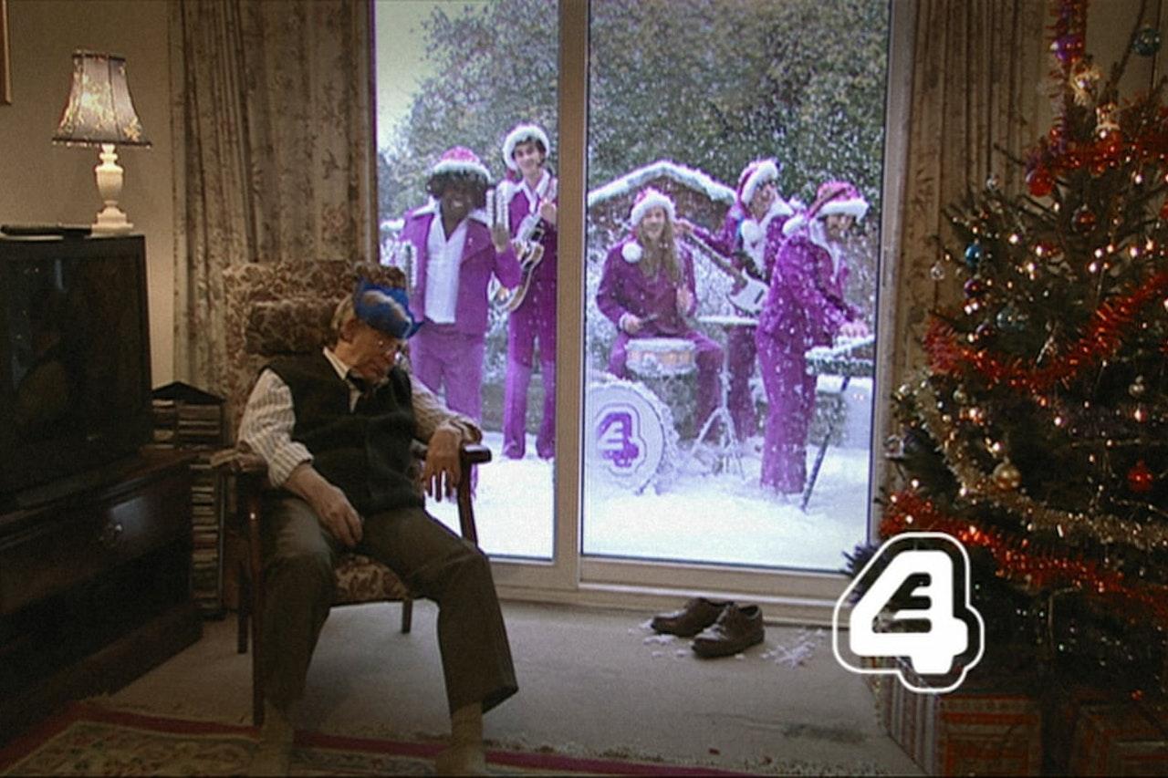 E4 Band Xmas Ident Snowing Outside