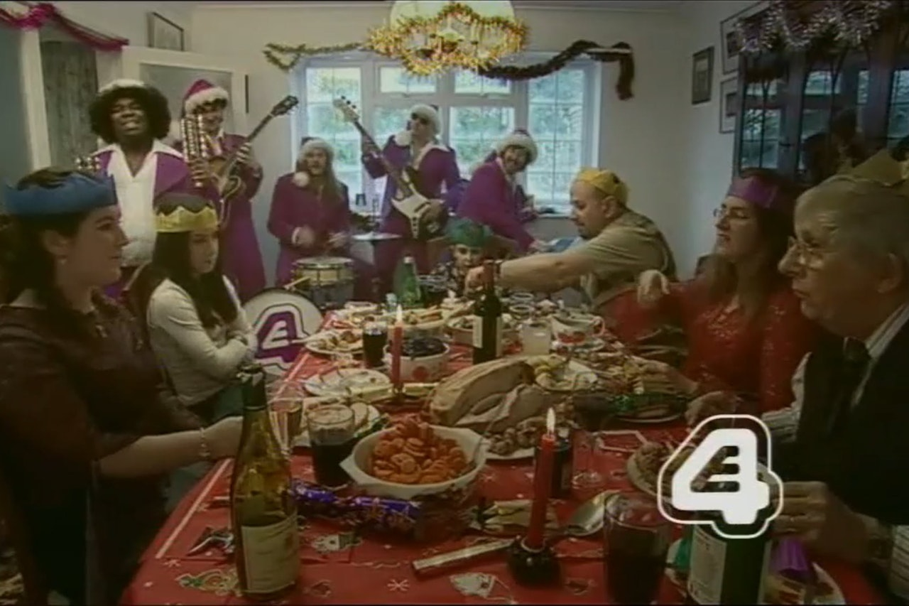 E4 CONTINUITY XMAS IDENT FAMILY DINNER
