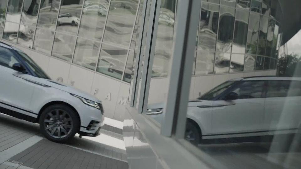 Jaguar Land Rover - Velar City Driving