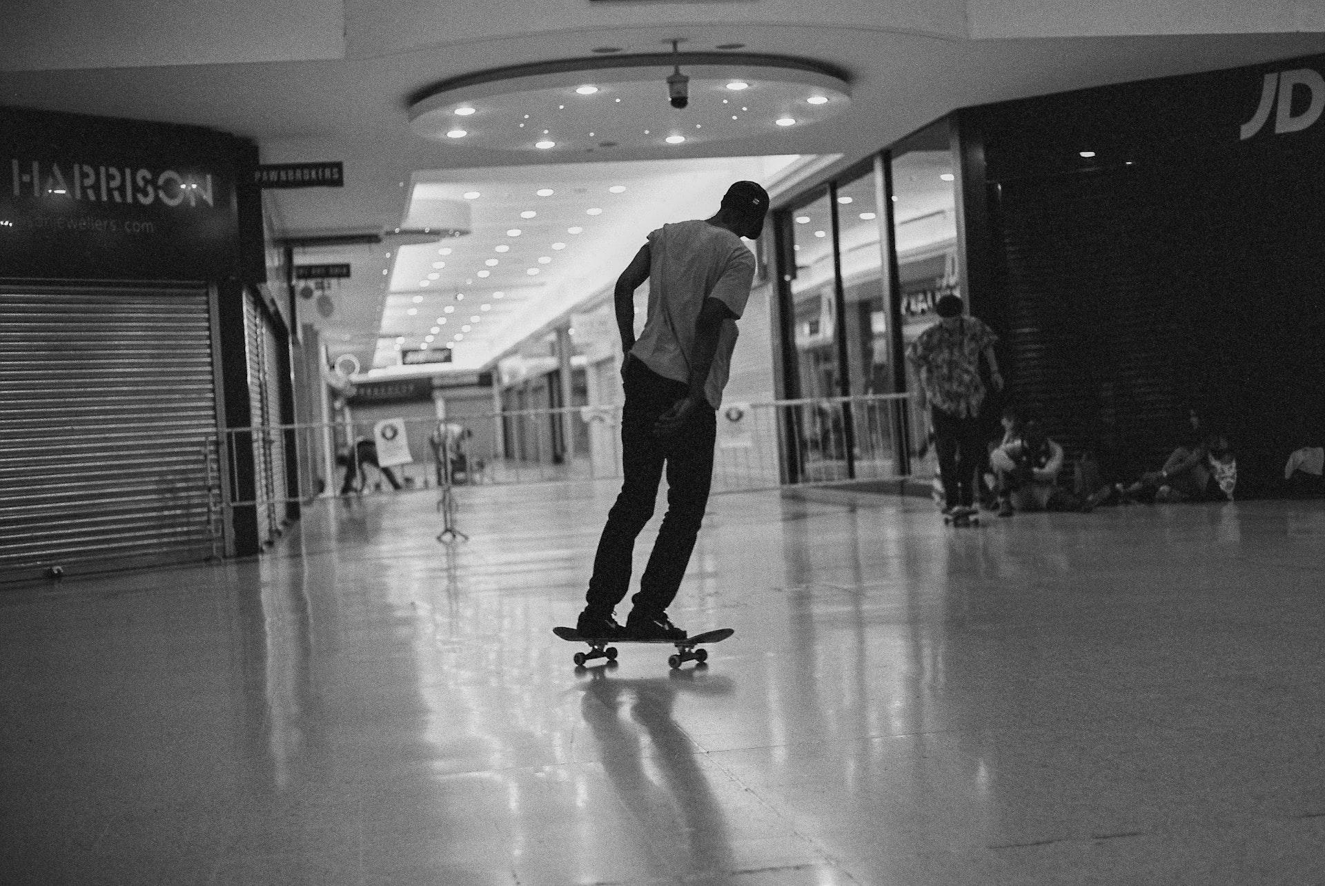 Stratford_Centre_Skaters_Lighter-28