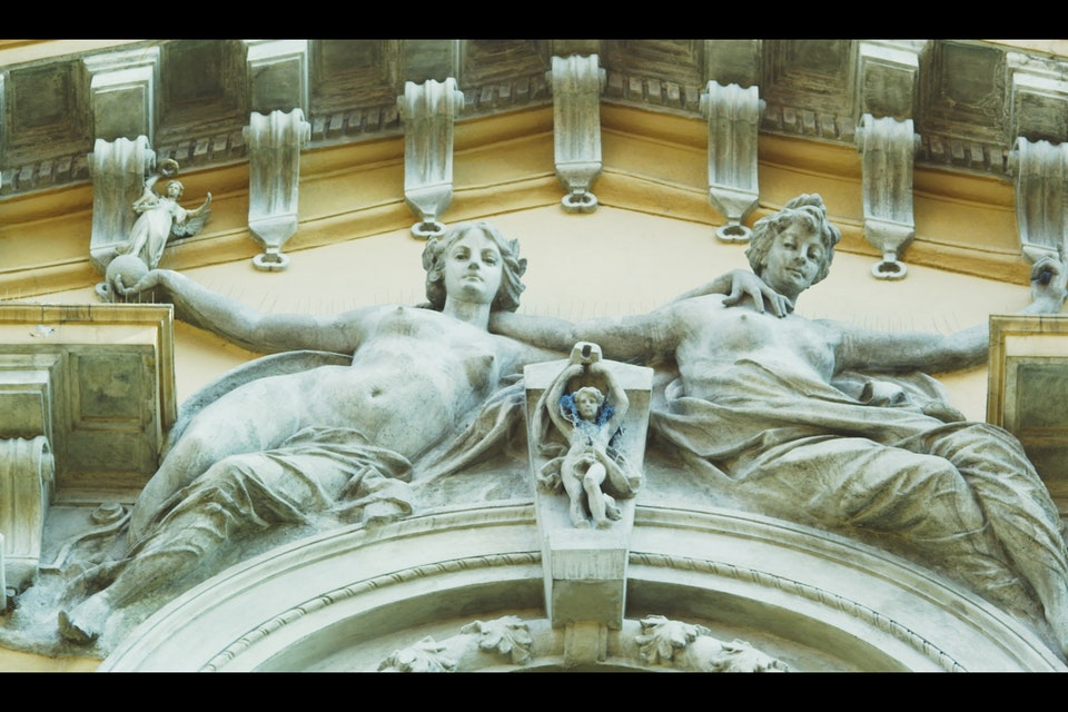 Our Concrete Lady / Nuestra Señora de Concreto