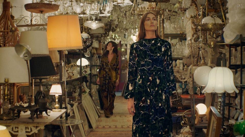 Massimo Dutti — Behind the Vase