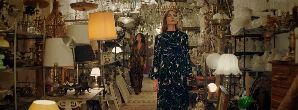 Massimo Dutti — Behind the Vase -
