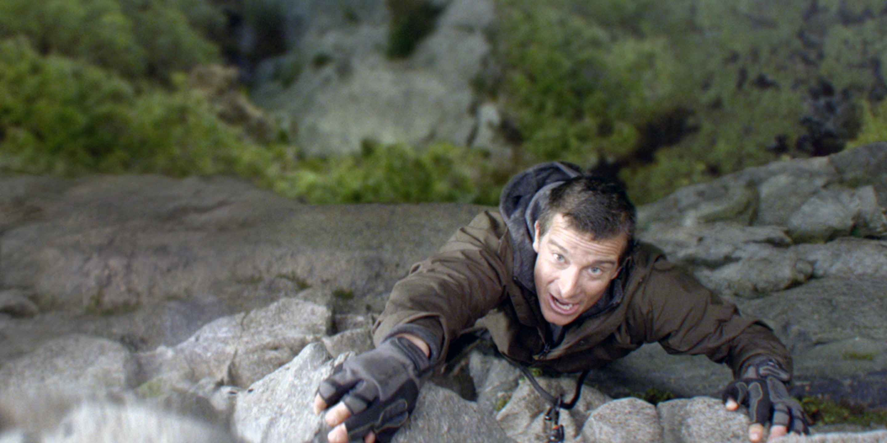 Samsung vs Bear Grylls