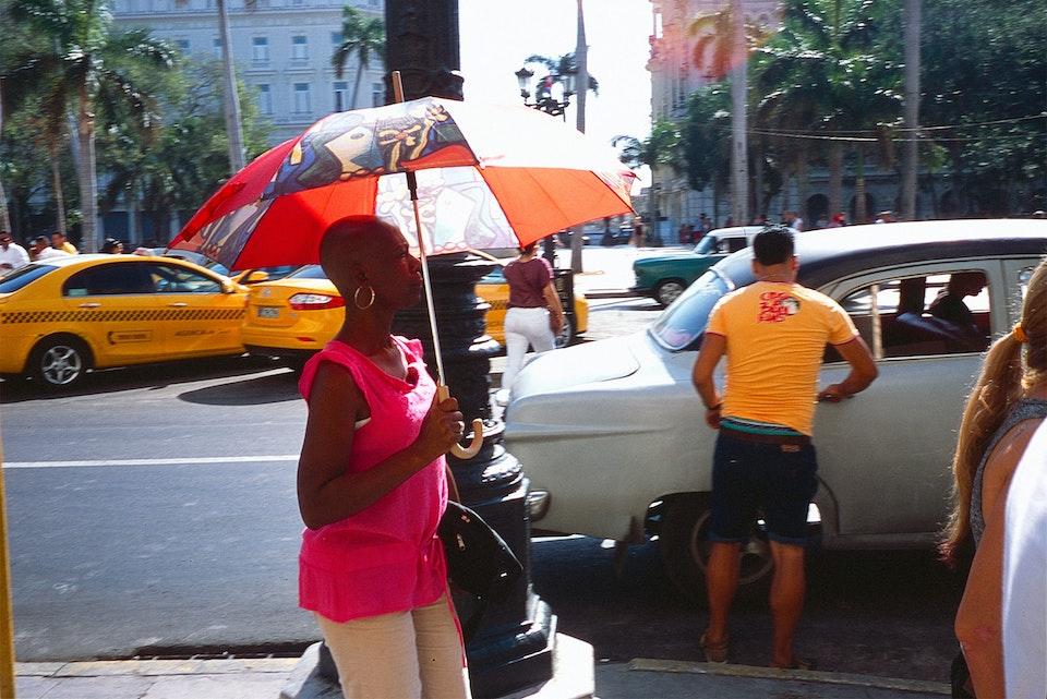 La Habana Ladyhumbrella_Cuba