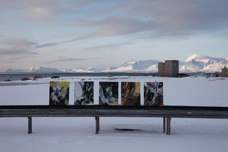Linda3 - Dette foto har Linda Bakken tatt. Bilder på en gammel vannledning med Kongsfjorden og renseverket i bakgrunn.