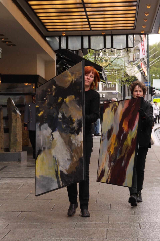 """Bildebæring1 - Med billedkunstner Wendelmoed van der Veen og fotograf Gro Huso arrangerte jeg tre  """"Bildevandringer"""" i Oslo sentrum."""