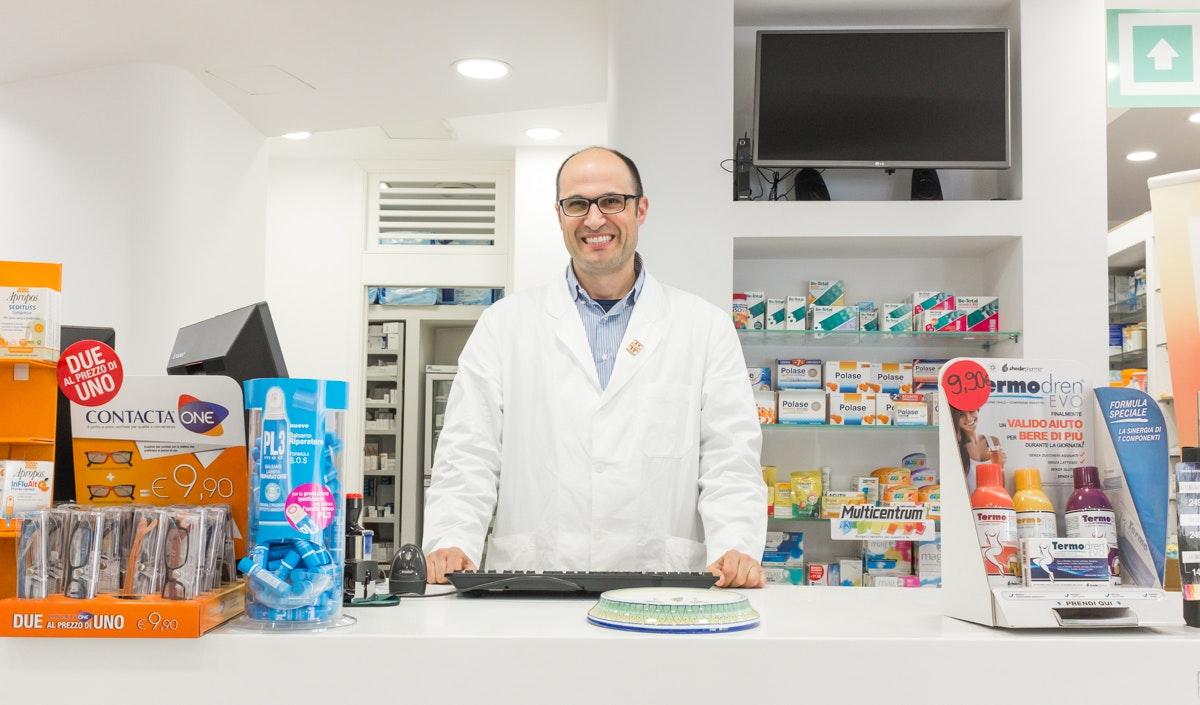 Farmacia Mameli Roux Dolianova reportage valerio loi website blog storytelling fotografo aziende azienda
