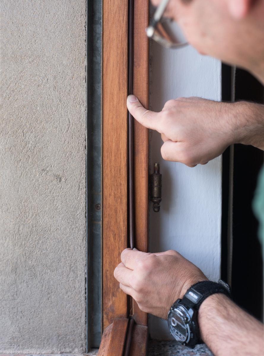 Andrea Corrias guarnizioni infissi legno valerio loi azienda reportage commerciale cagliari sardegna