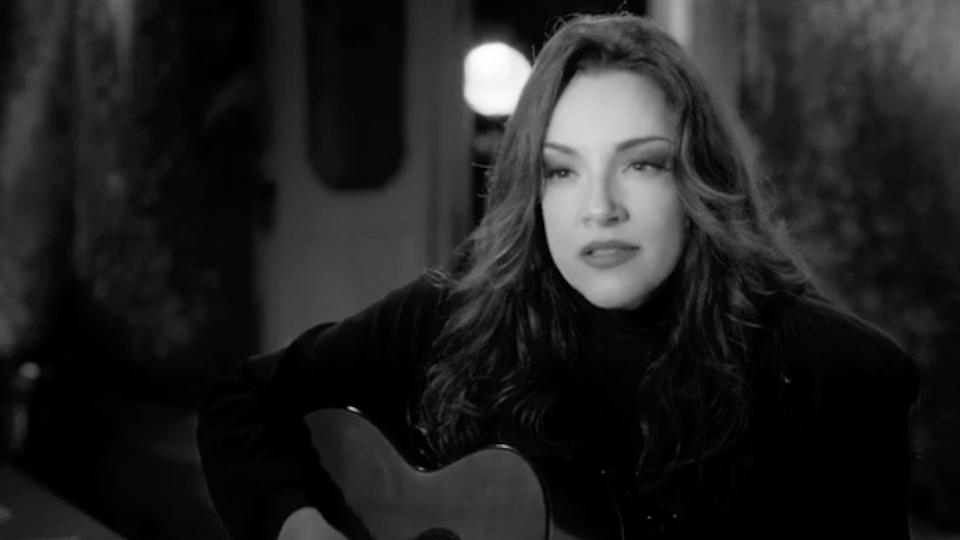 """Ana Carolina """"Problemas"""" music video (dvd version)"""