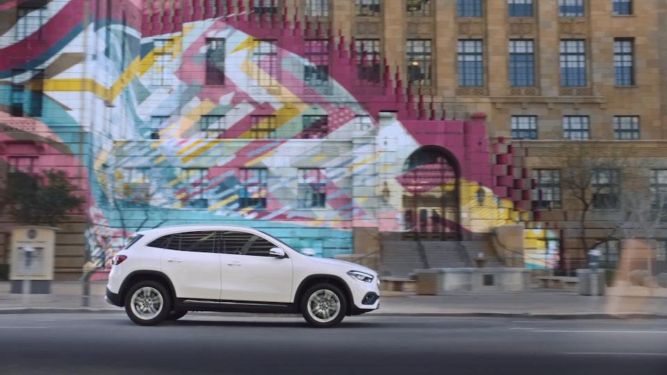 Mercedes-Benz Make an Entrance