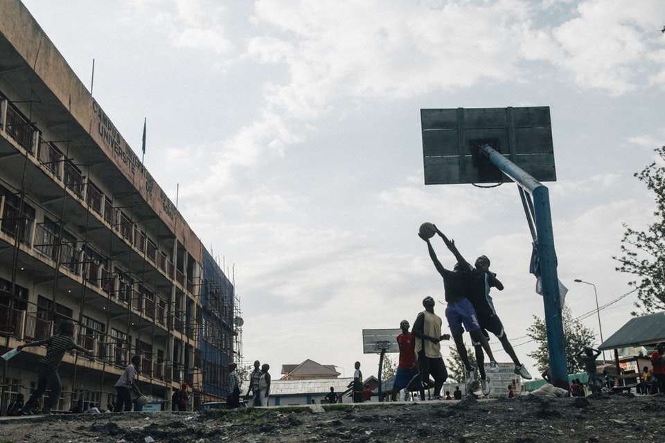 North Kivu | Democratic Republic of Congo - Daily life in Goma. Boys play basketball in front of Goma University.