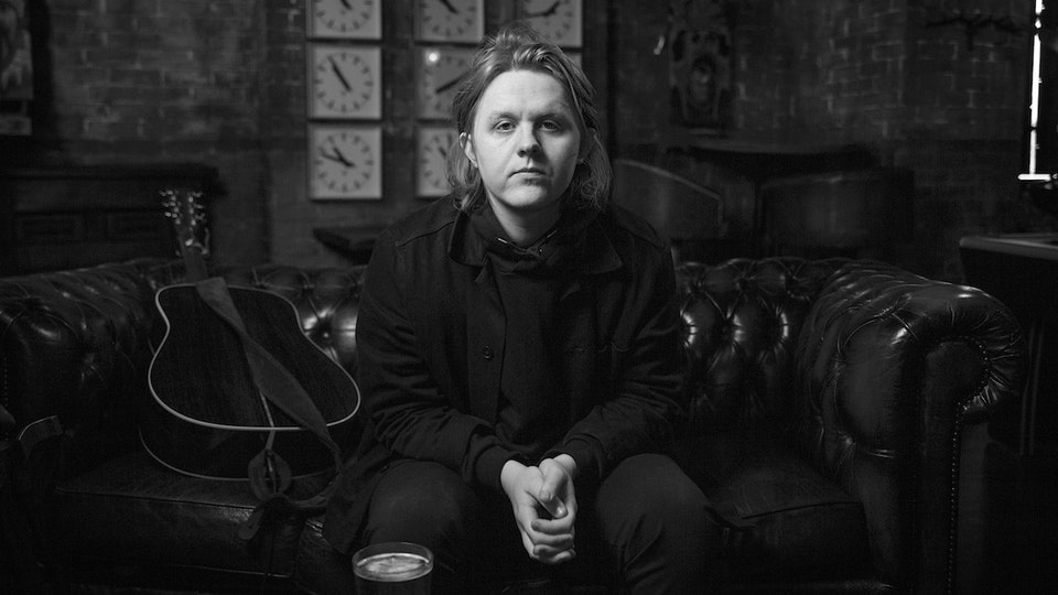 Lewis Capaldi x LADbible - Acoustic Room 'Someone You Loved'