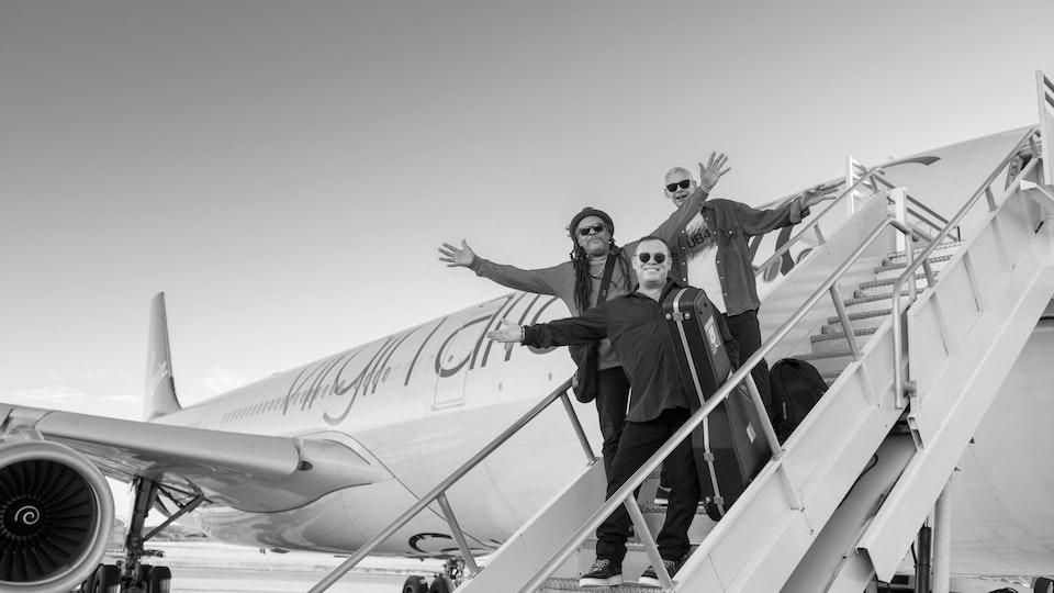 UB40 ft Ali, Astro & Mickey - 'Come Back Darling'