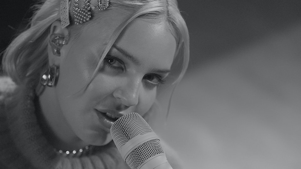 Anne-Marie 'Birthday' Acoustic