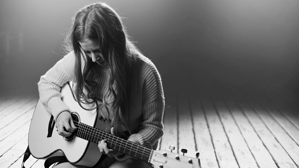 American Eagle x ME Artist Series: Meet Jade Bird