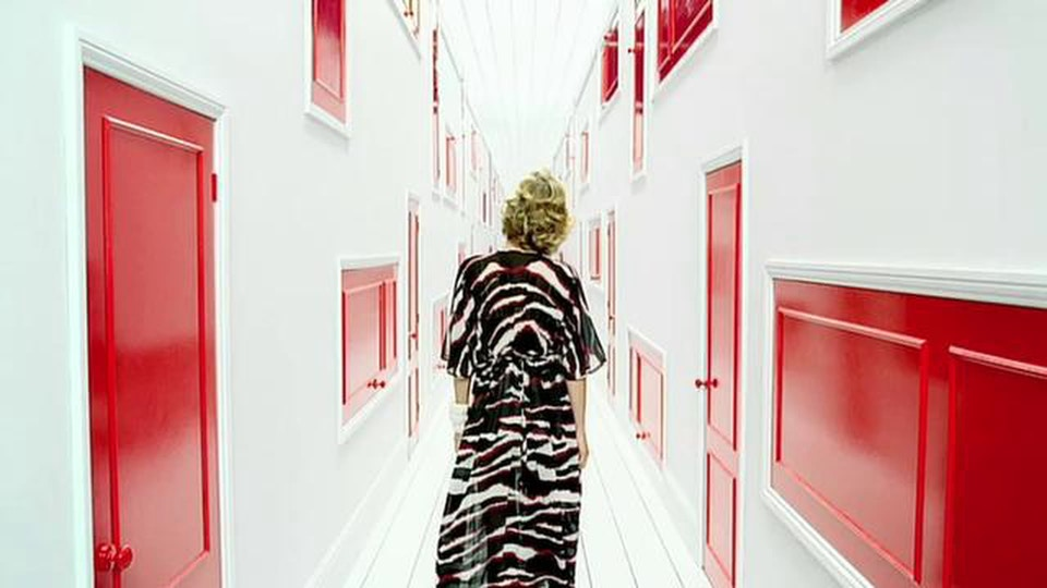 H&M Red - Johan Renck - RSA