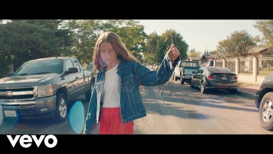 "Maggie Rogers ""Give A Little"""
