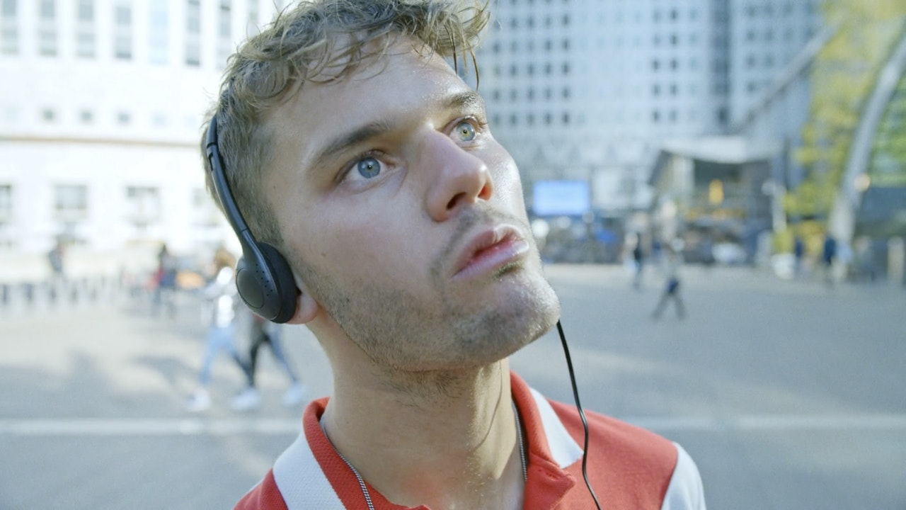 FRIENDLY FIRES 'HEAVEN LET ME IN' -
