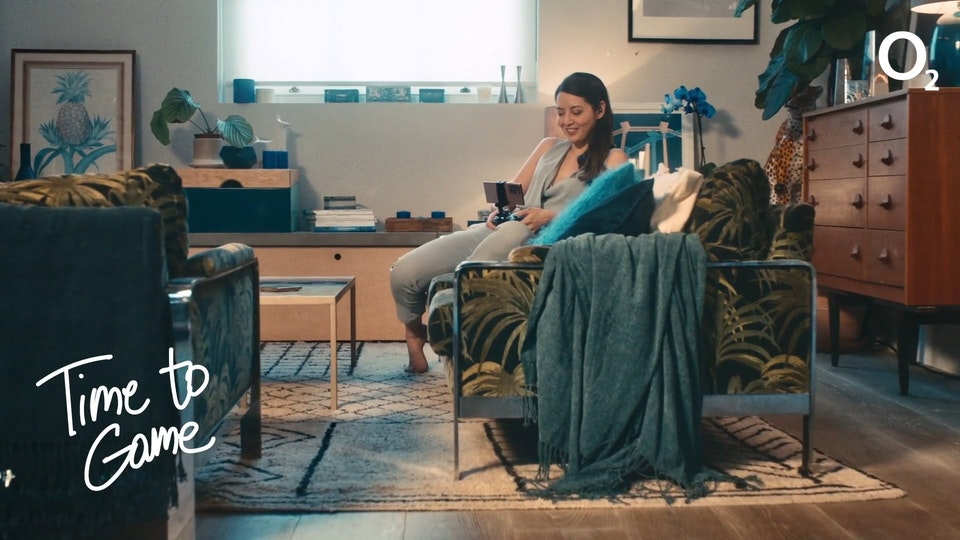 ANNA MOULD PRODUCTION DESIGNER: ANNA MOULD I O2: 'POWER OF FOUR NOTE 20' TVC 16x9