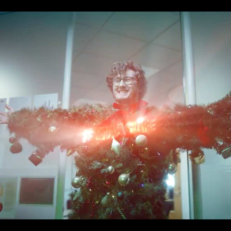 BBC One   #XmasLife - Screenshot 2019-12-01 20.36.35