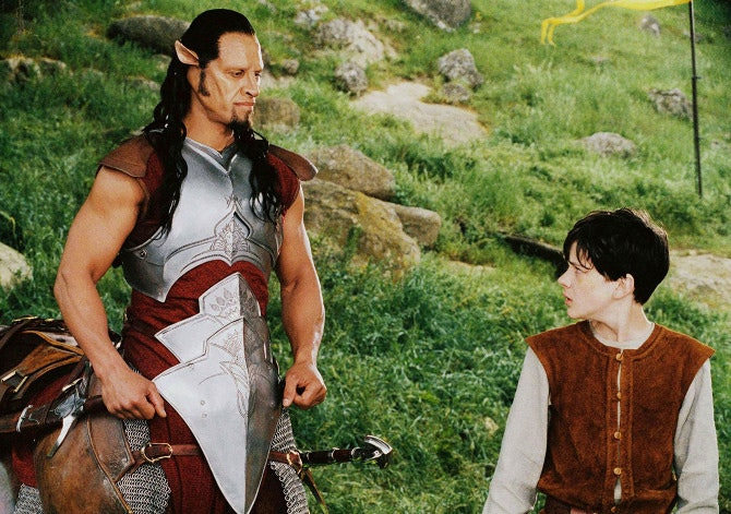 still-of-patrick-kake-and-skandar-keynes-in-the-chronicles-of-narnia_-the-lion--the-witch-and-the-wardrobe_670