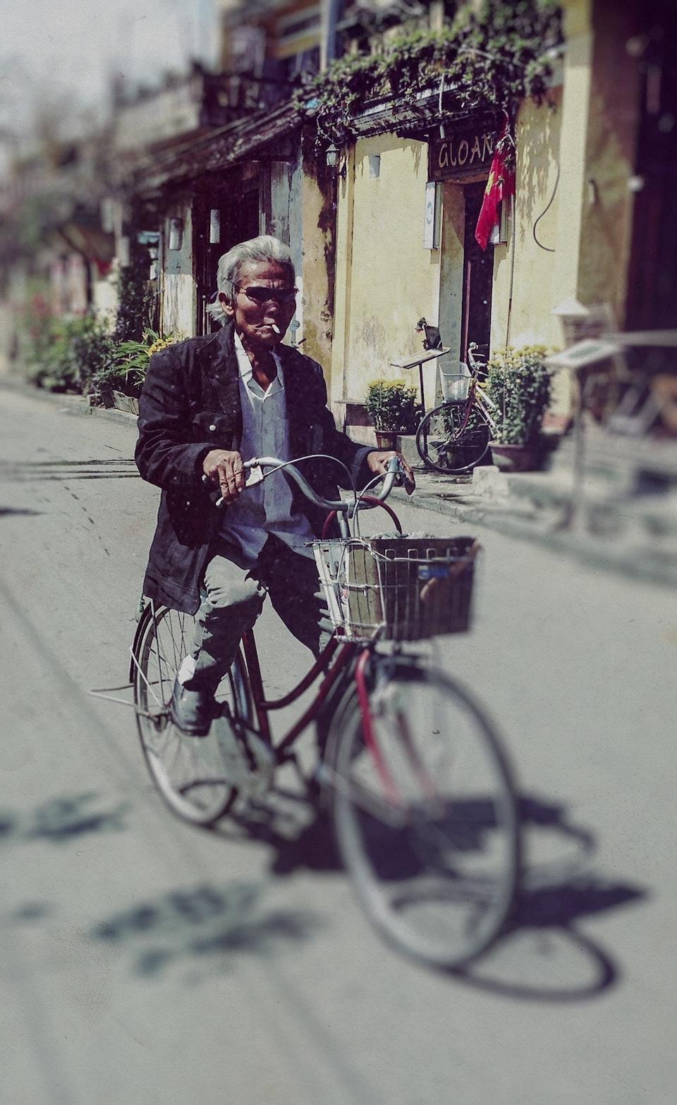 Vietnam by Dirtbike (2013) oldman