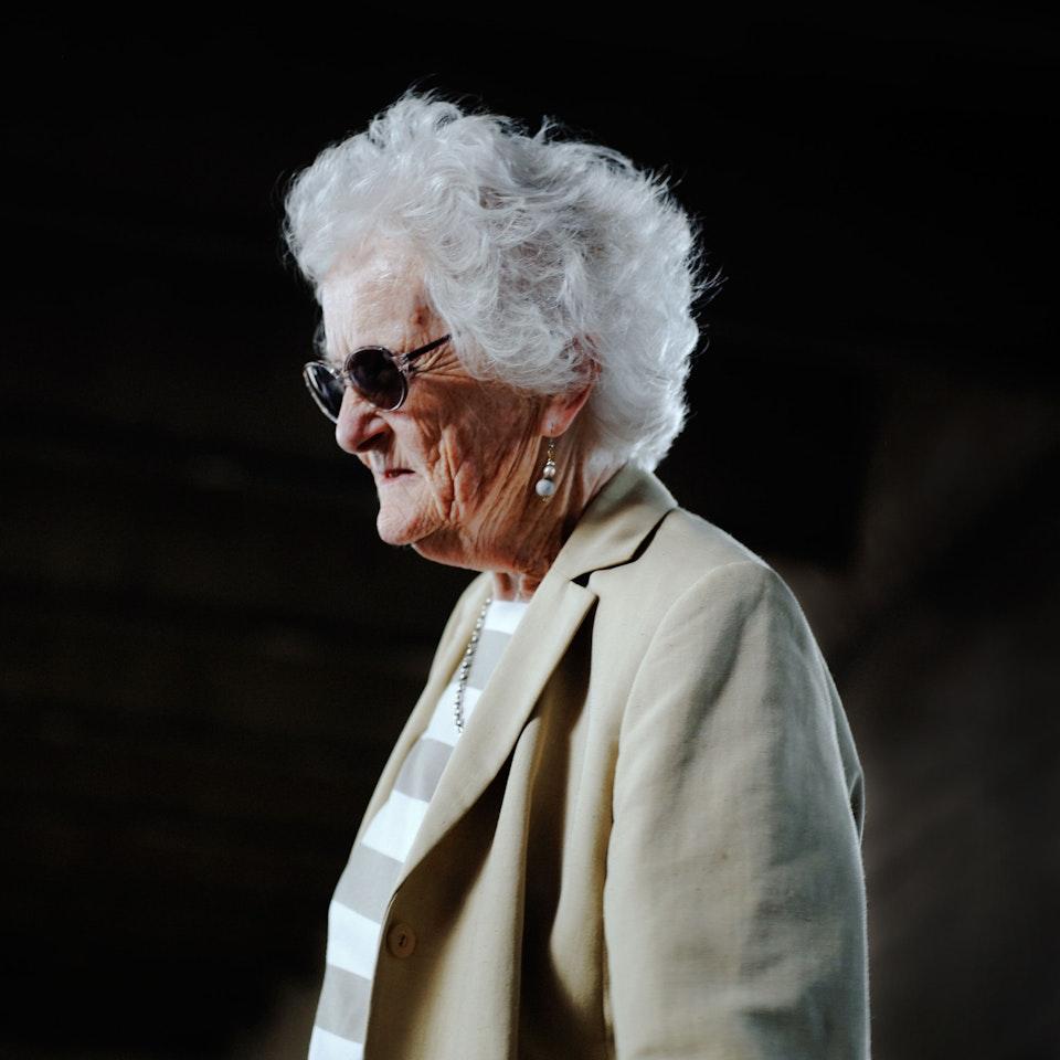 Street Portraits old-big-white-hair-lady-k25-