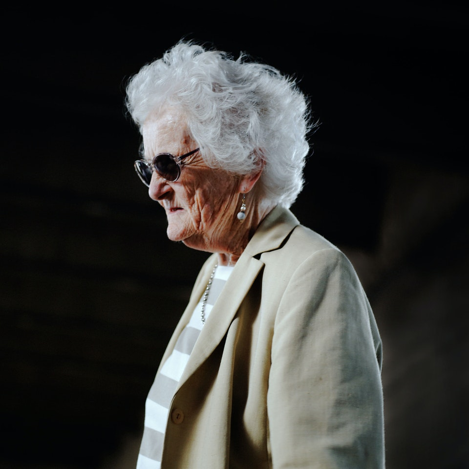 Street Portraits old-big-white-hair-lady-k25-